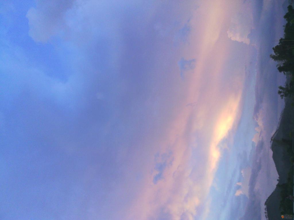 抬头,仰望天空